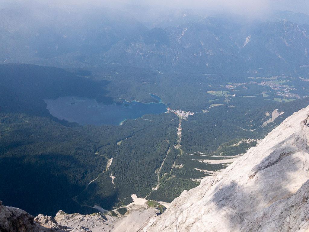 Blick zum Eibsee von der Zugspitze