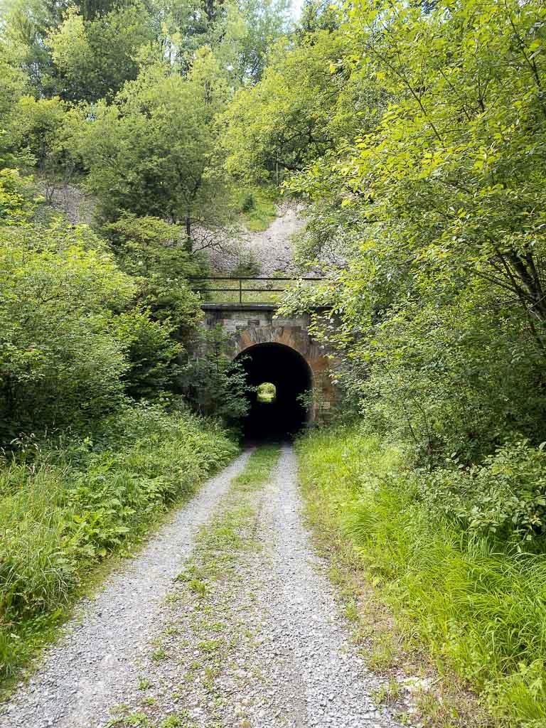 Tunnel unter den Gleisen